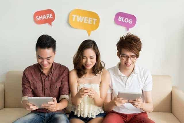 singaporeans extensively use mobile devices to access the internet