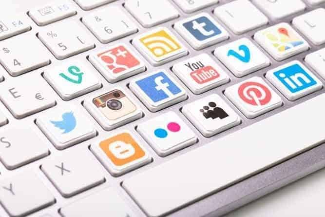 Singapore businesses can easily promote their social media accounts with a few helpful tips.